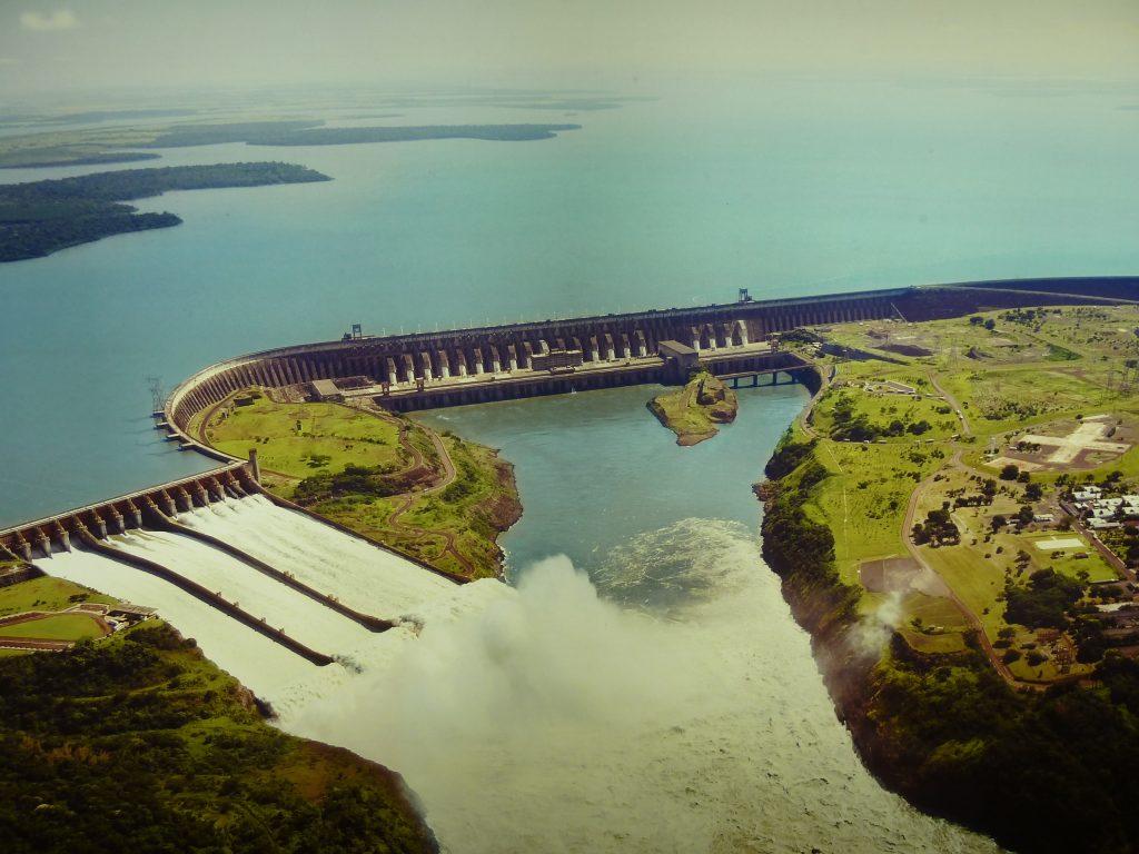 Гидроэлектростанция ITAIPU в Бразилии